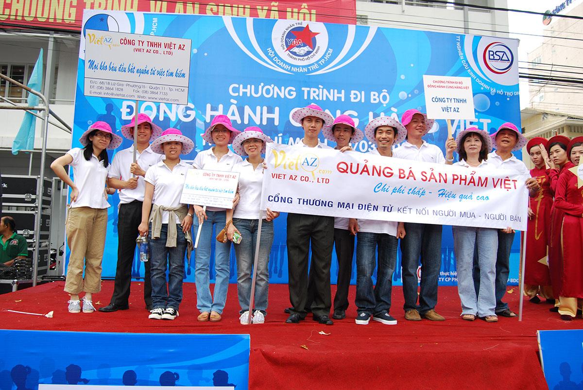 Việt AZ đi bộ đồng hành cùng hàng Việt