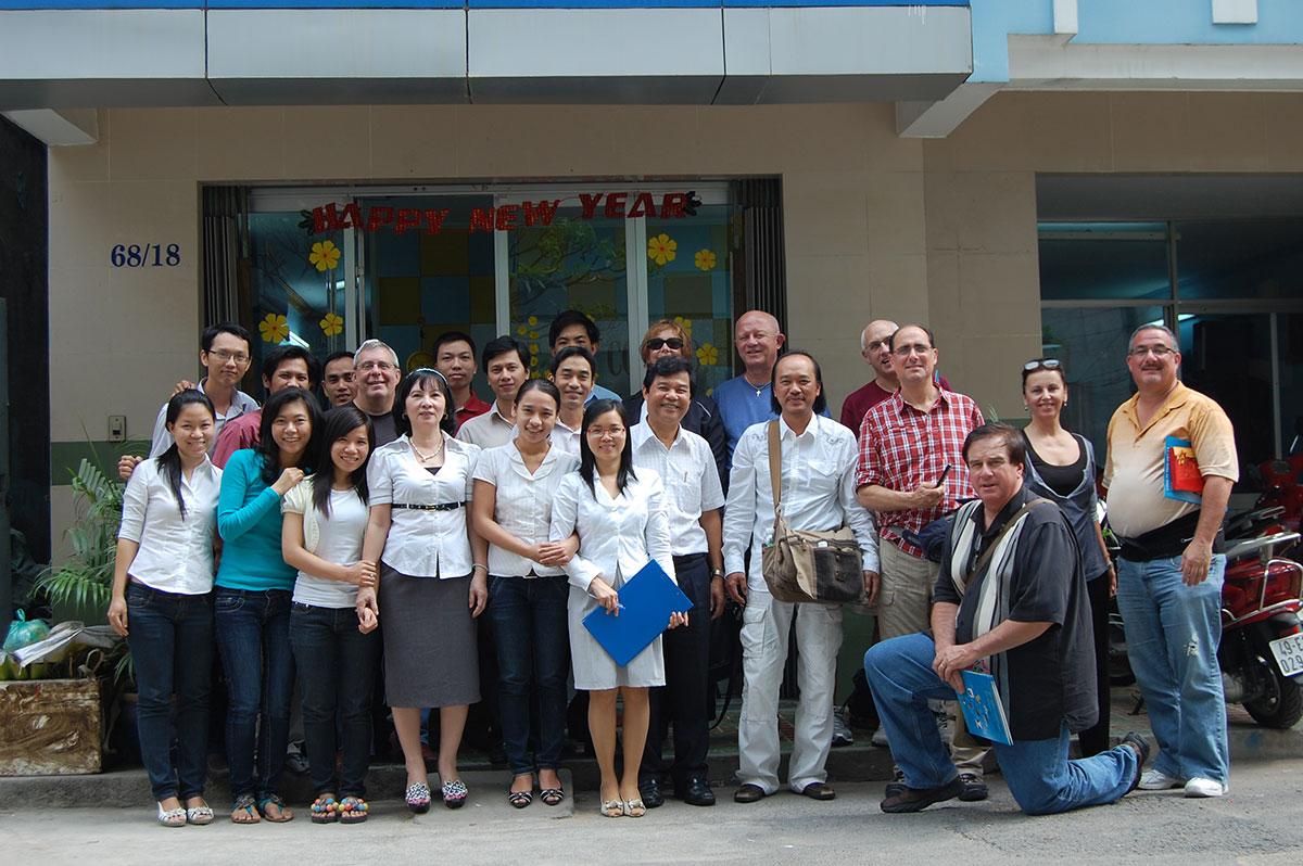 BGĐ và nhân viên Công ty Việt AZ